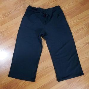 Lululemon athletica cropped loose fit pants